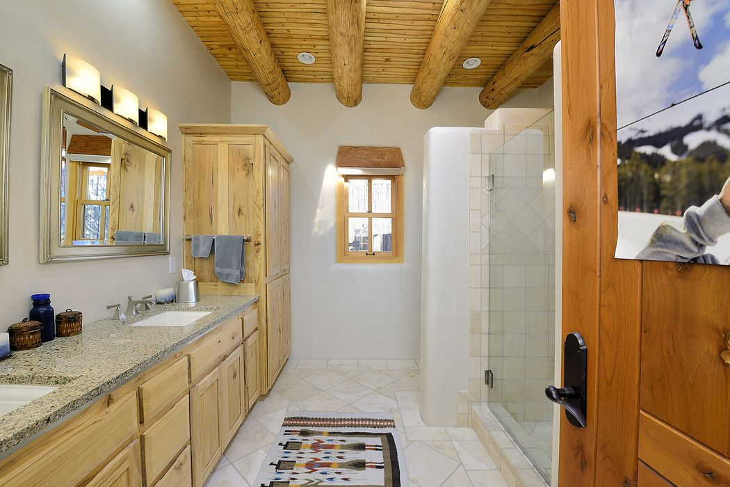 845 Vista Catedral Santa Fe, NM 87501