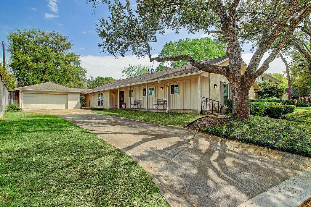 826 Thicket Lane Houston, TX 77079