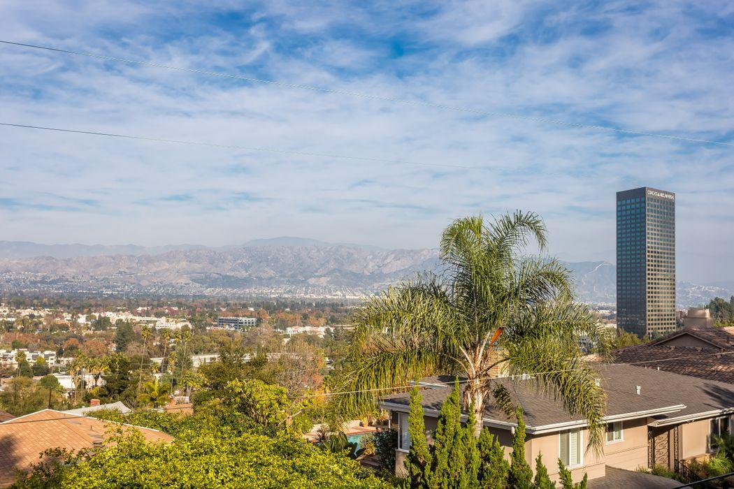10940 Terryview Drive Studio City, CA 91604