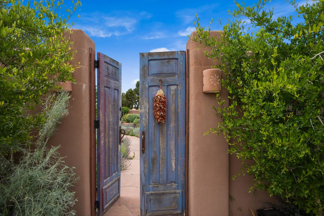 46 Droege Road Santa Fe, NM 87508