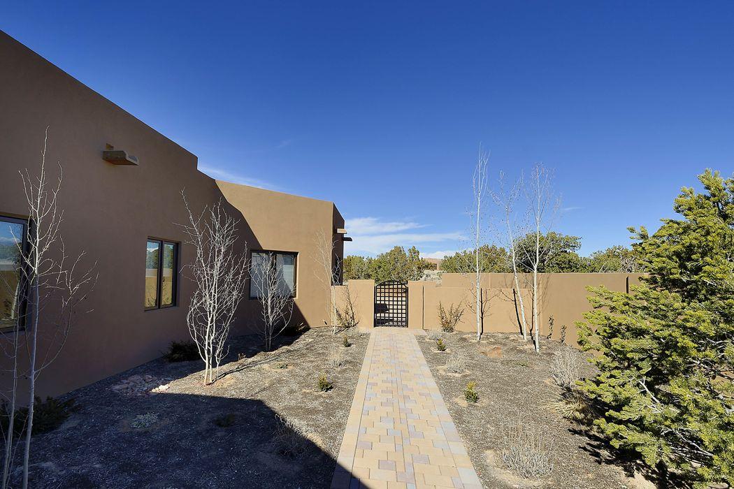32 Koshari Santa Fe, NM 87506