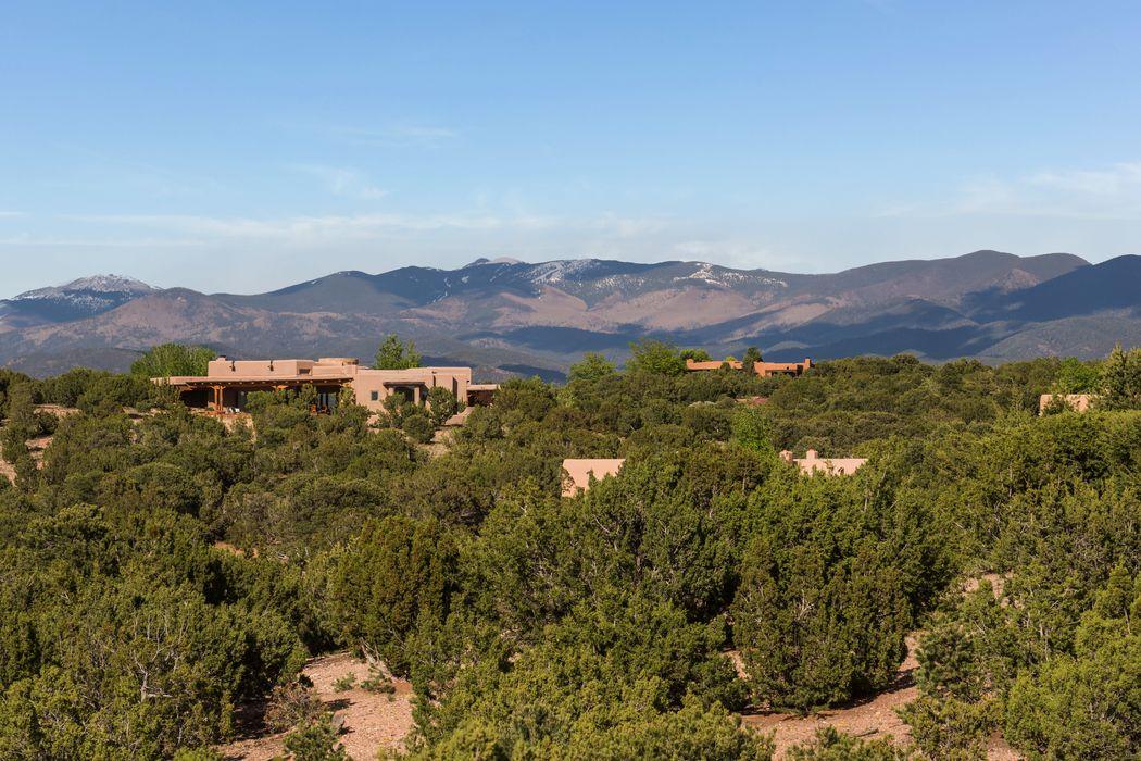 6 Mint Circle Santa Fe, NM 87506