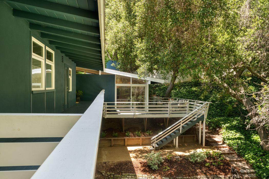 875 Laguna Road Pasadena, CA 91105