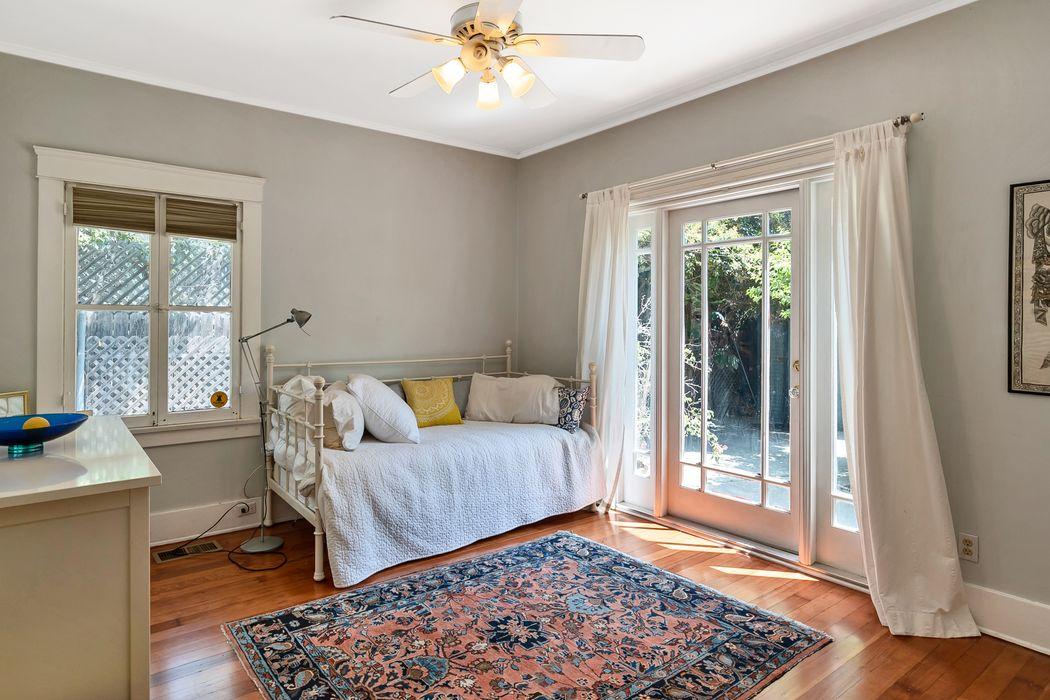 868 North Mentor Avenue Pasadena, CA 91104