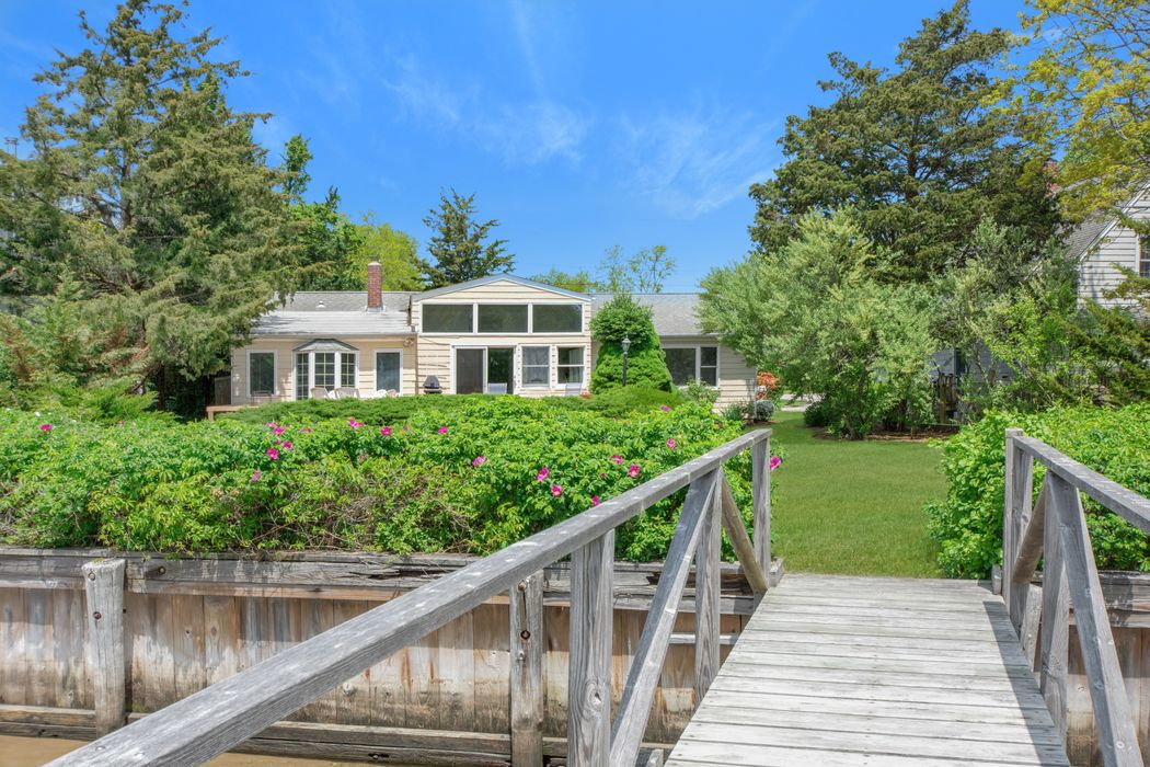 28 Bay View Drive East Sag Harbor, NY 11963