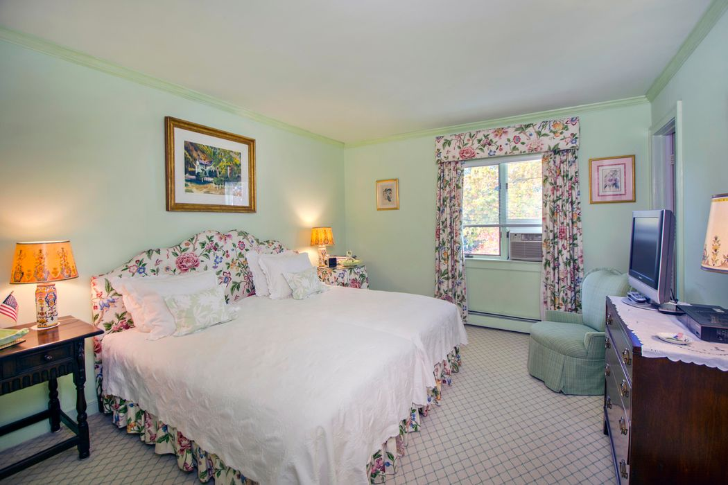 375 Ox Pasture Road Southampton, NY 11968