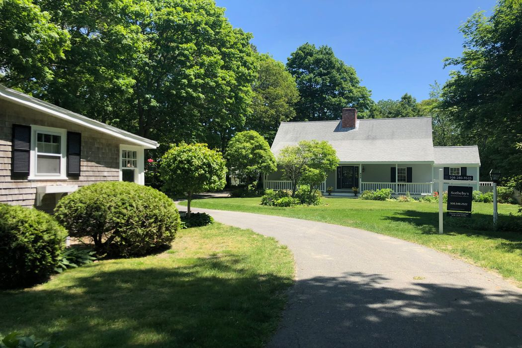194 Pond Street Osterville, MA 02655