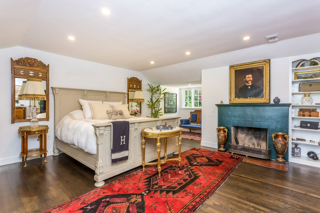 9092 St Ives Drive Los Angeles, CA 90069