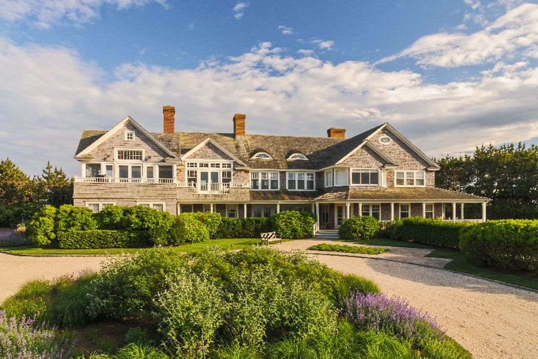 Oceanfront Classic Beach House Southampton Ny 11968 Sotheby S International Realty Inc