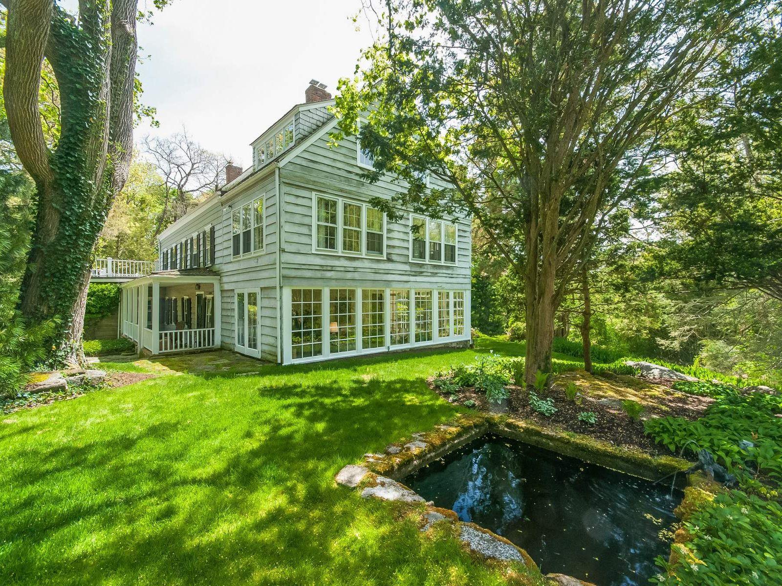 Historic Home on Pecksland Road