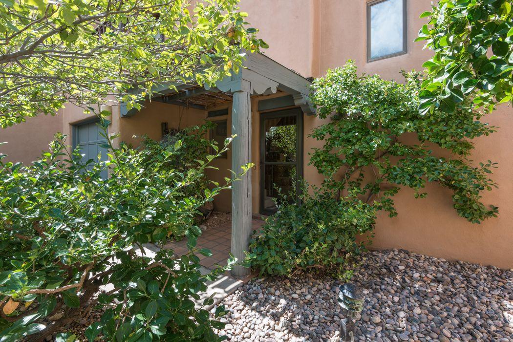 302c Alegre Street Santa Fe, NM 87501