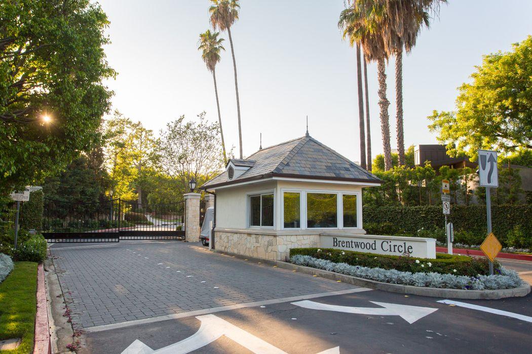 145 N Layton Drive Los Angeles, CA 90049