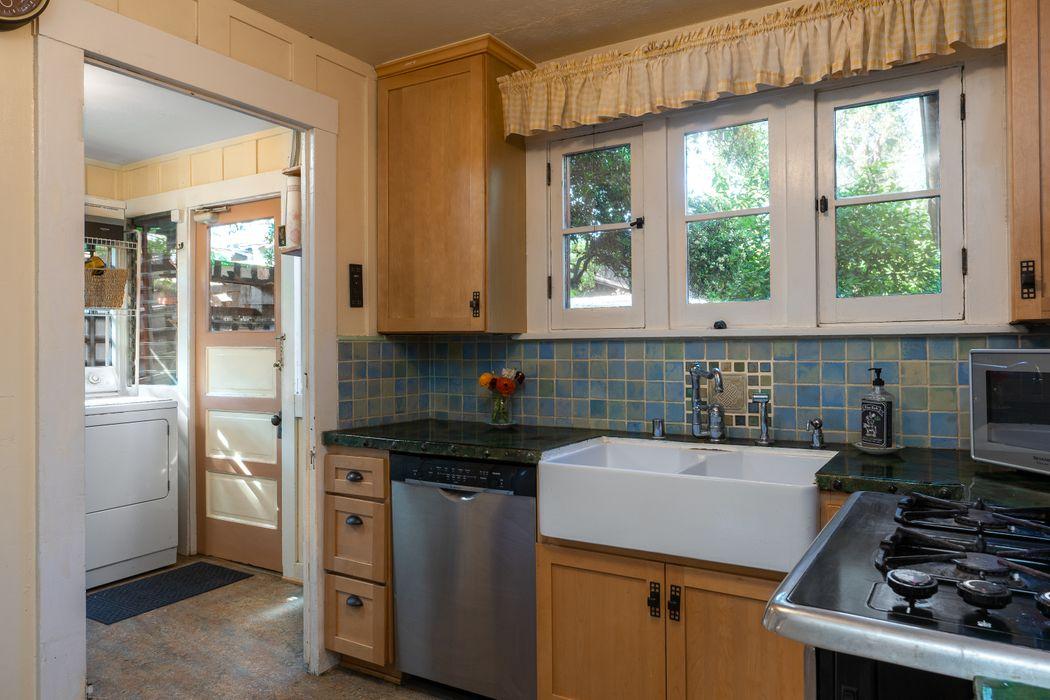 745 La Loma Road Pasadena, CA 91105
