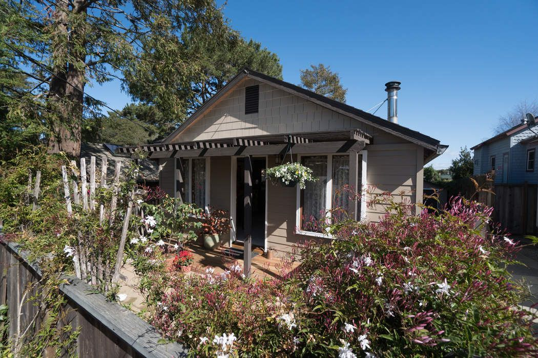 Magical Bungalow in New Monterey