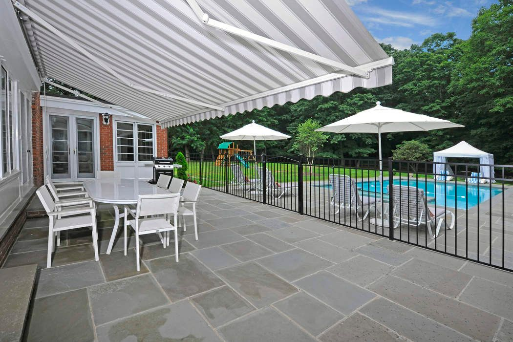 22 Red Coat Lane Greenwich, CT 06831
