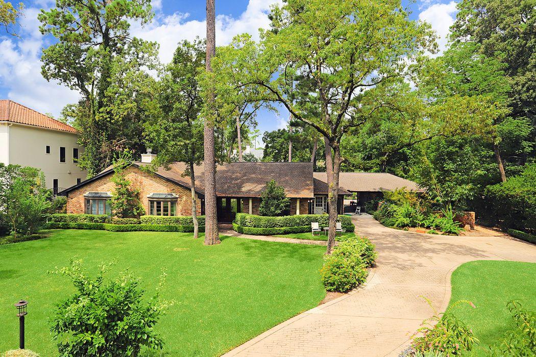 715 East Friar Tuck Lane Houston, TX 77024