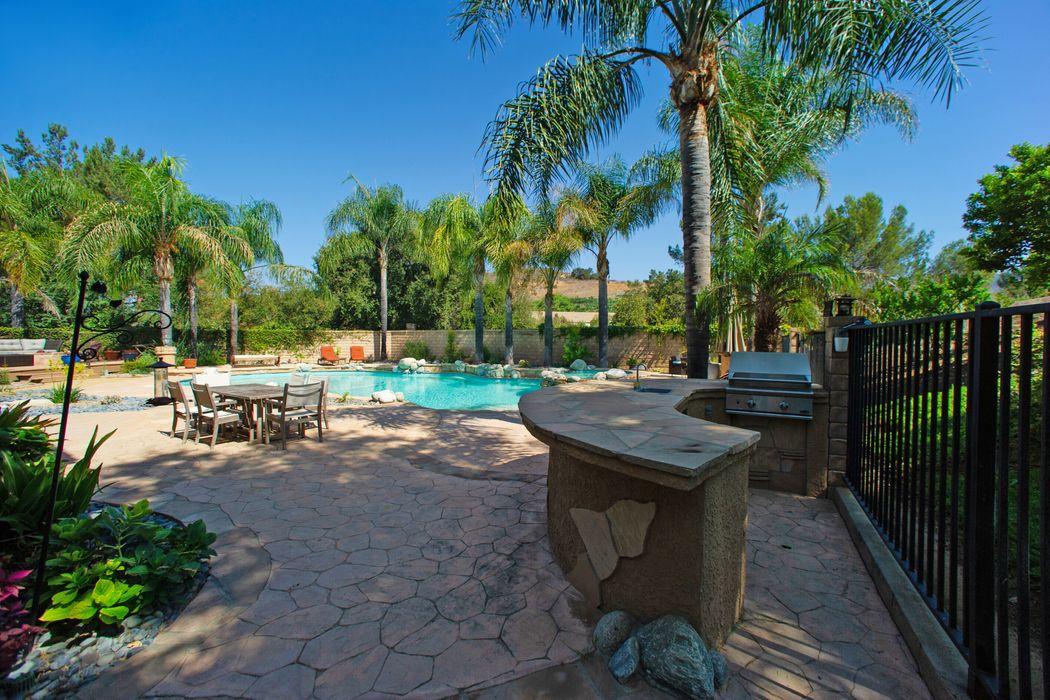 495 Burano Court Oak Park, CA 91377