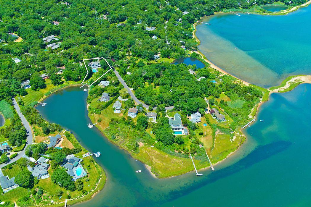 32 Oyster Shores Road East Hampton, NY 11937