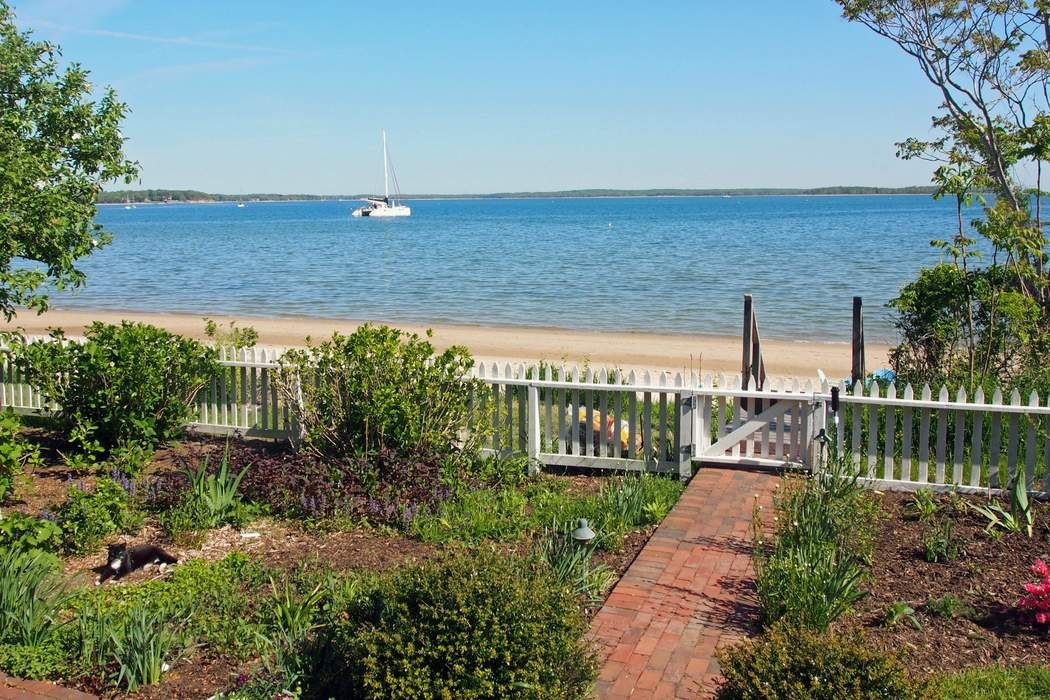 Classic Bayfront Cottage in Sag Harbor