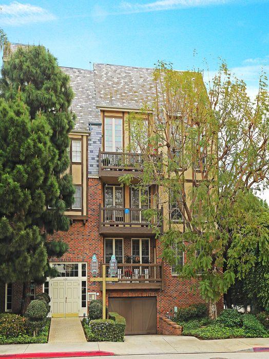 420 S Barrington Ave Los Angeles, CA 90049