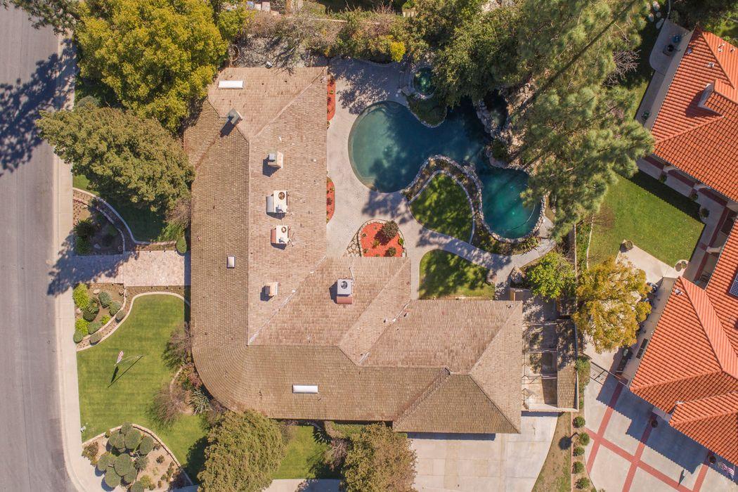 2109 Haggin Oaks Boulevard Bakersfield, CA 93311