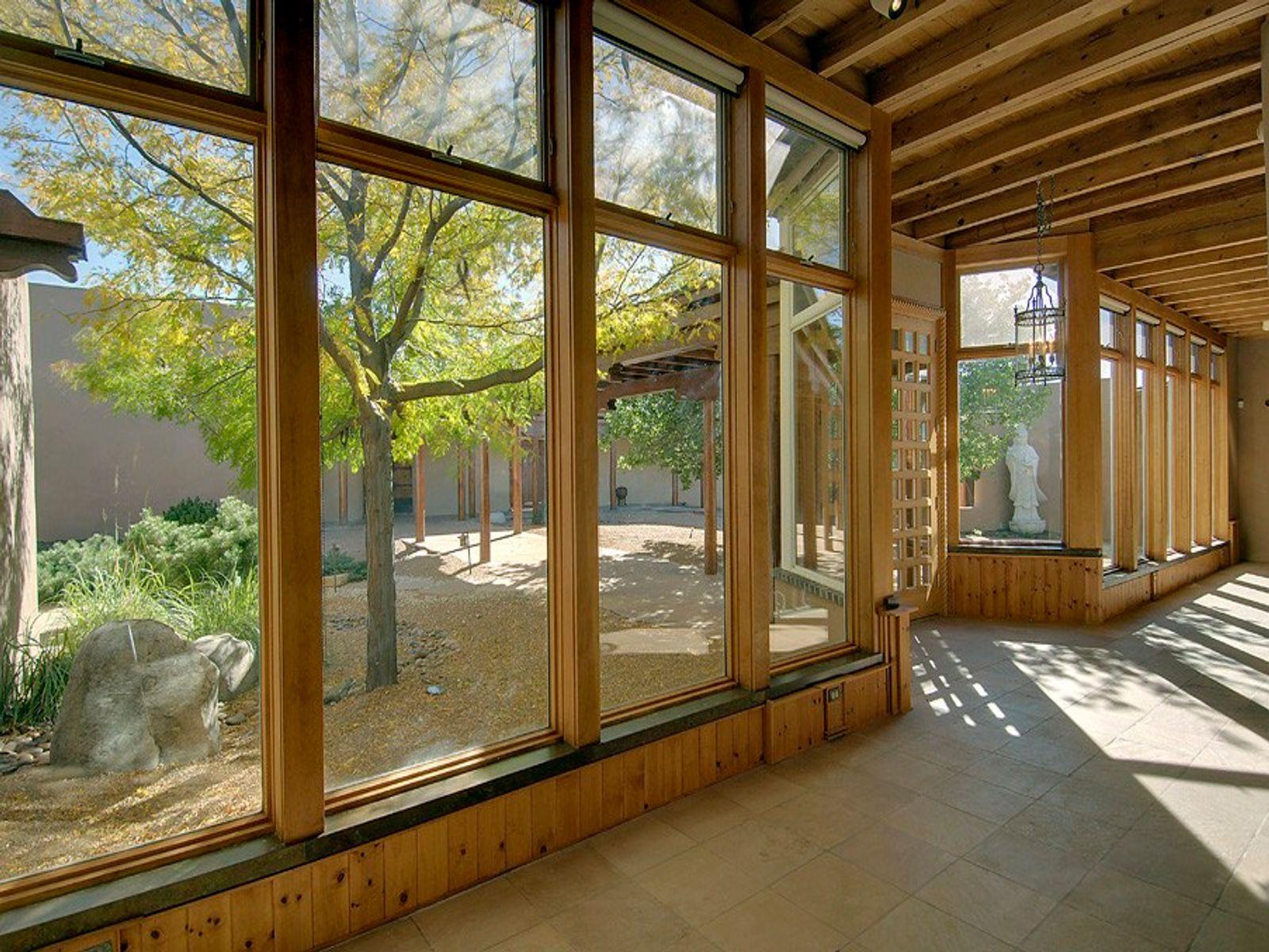 Entry Hallway/Foyer