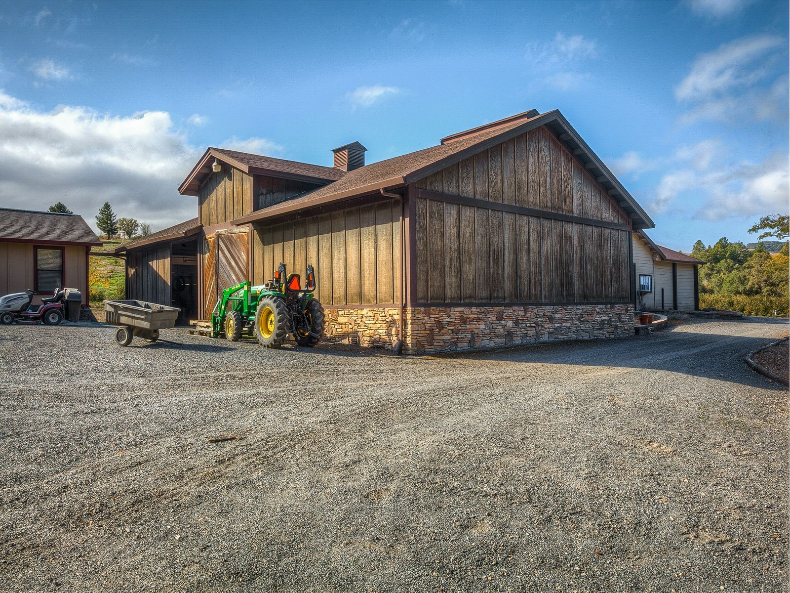 Barn, property has a 5000 case winery permit