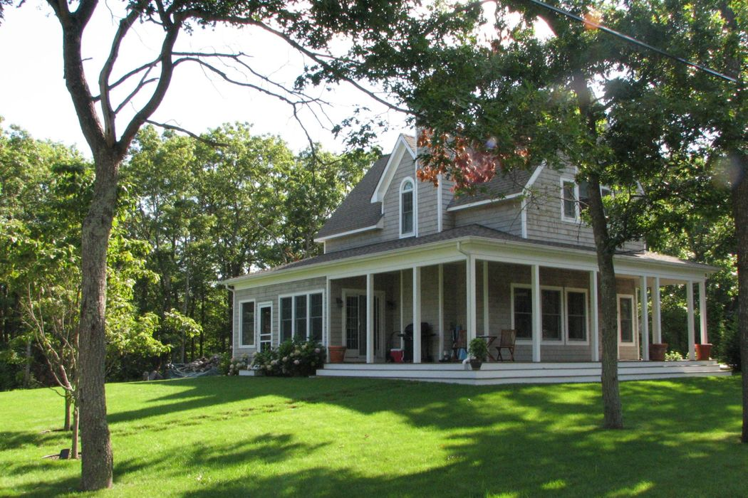 15 Summit Avenue East Hampton, NY 11937