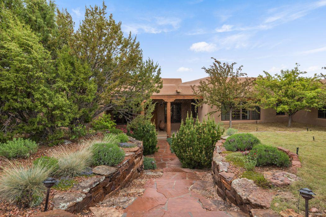 14 Vista Esperanza Santa Fe, NM 87506