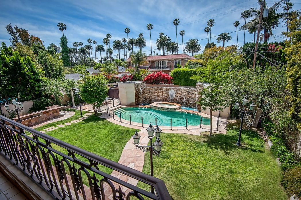 523 North Crescent Drive Beverly Hills, CA 90210