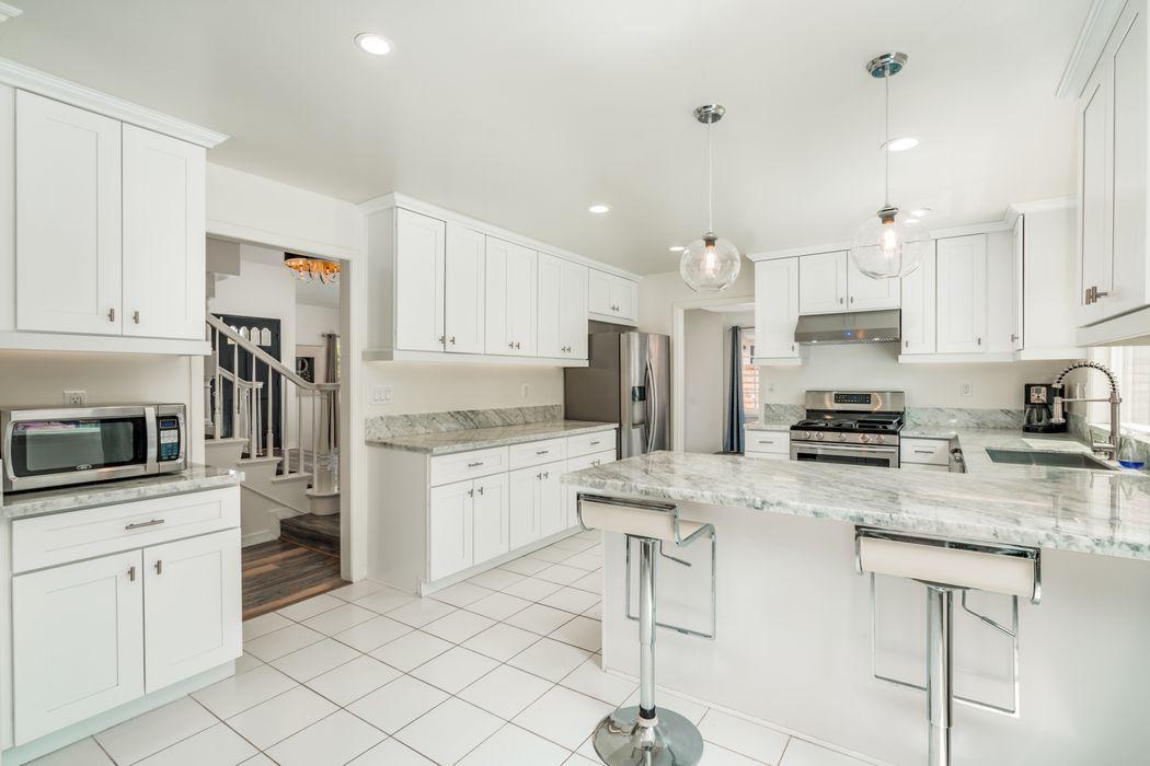 17082 Calahan Street Northridge, CA 91325