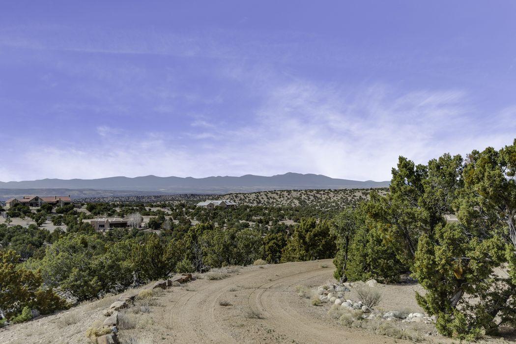 7 Las Katrinas Rd Santa Fe, NM 87506