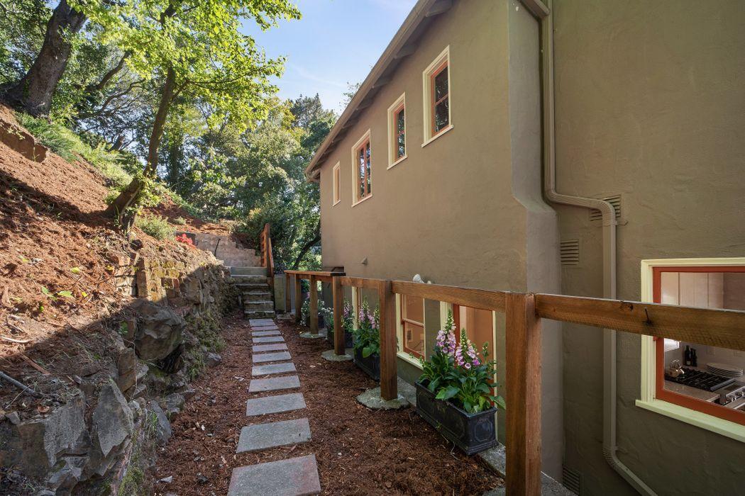 1687 Trestle Glen Rd Oakland, CA 94610