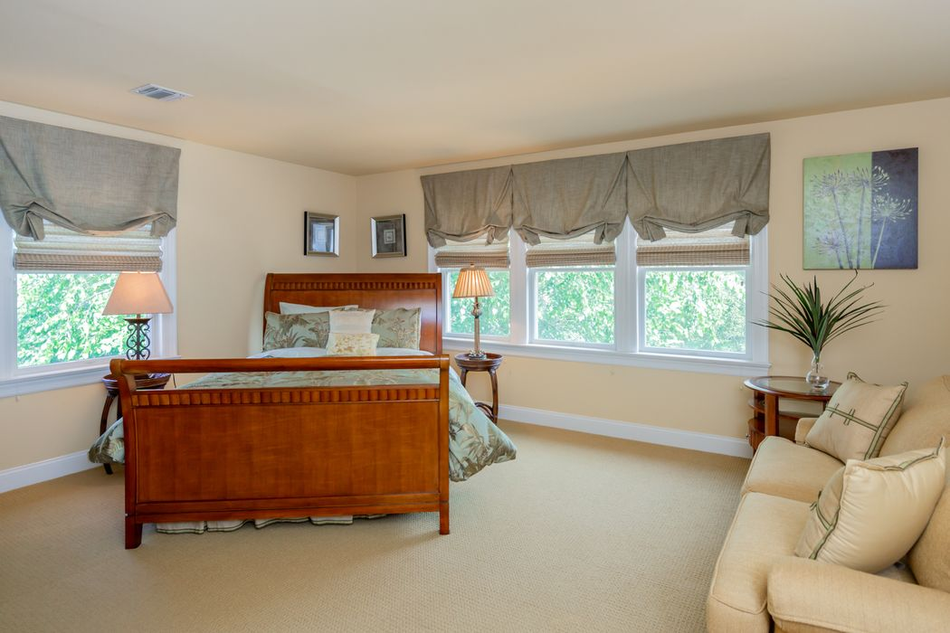Convenient, Comfortable Two Weeks Rental Southampton, NY 11968