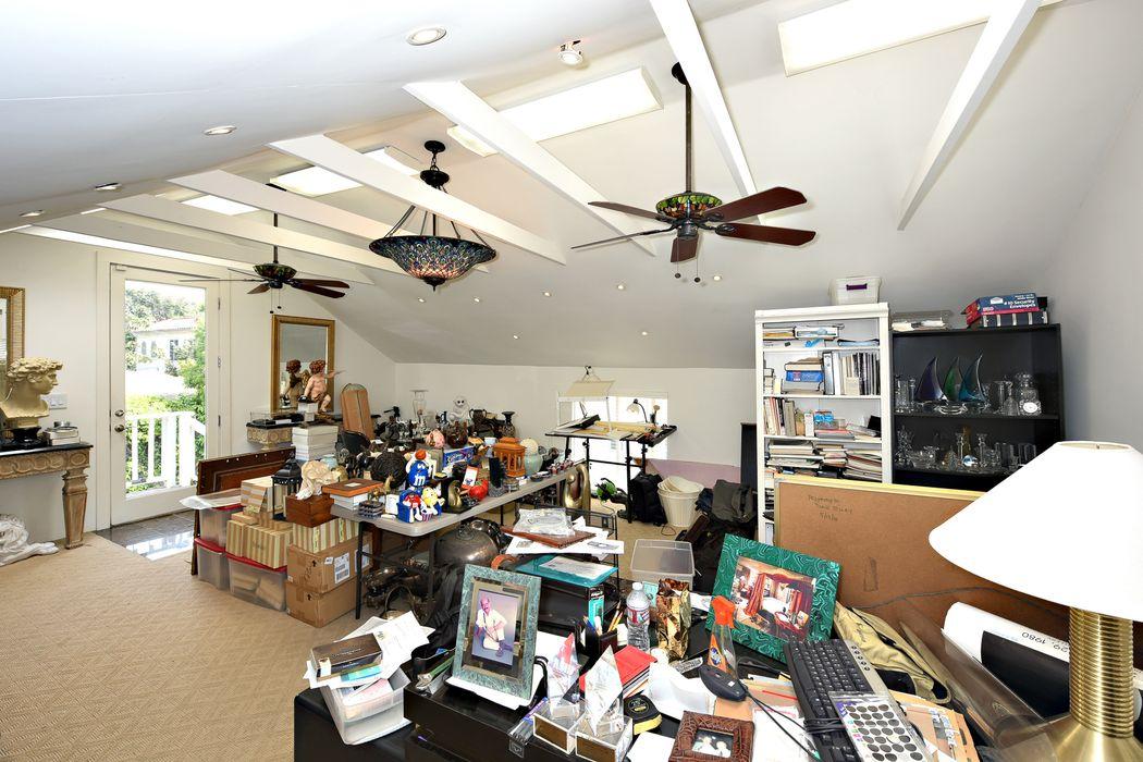 2133 South Victoria Avenue Los Angeles, CA 90016