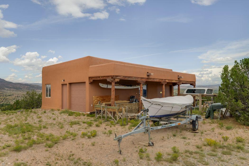 24 Yermo Drive Abiquiu, NM 87510