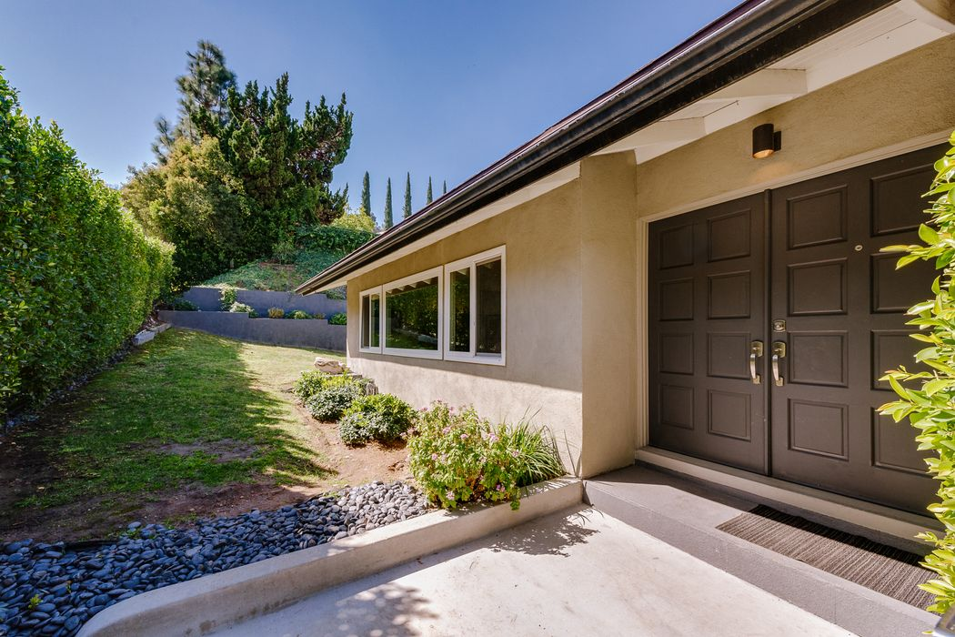 10837 Alta View Drive Studio City, CA 91604