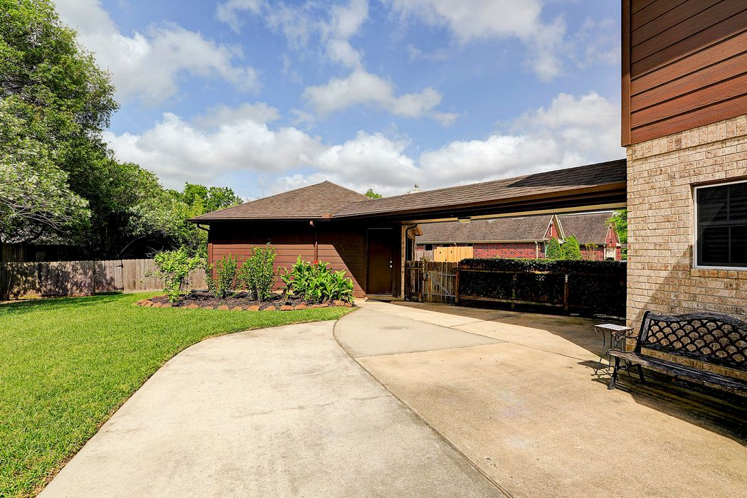 2012 Cardinal Ridge Circle Friendswood, TX 77546