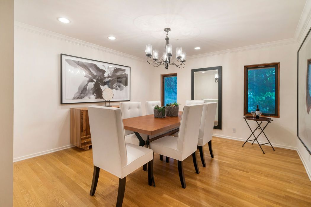 Ideal Contemporary Home in Lower BHPO Beverly Hills, CA 90210