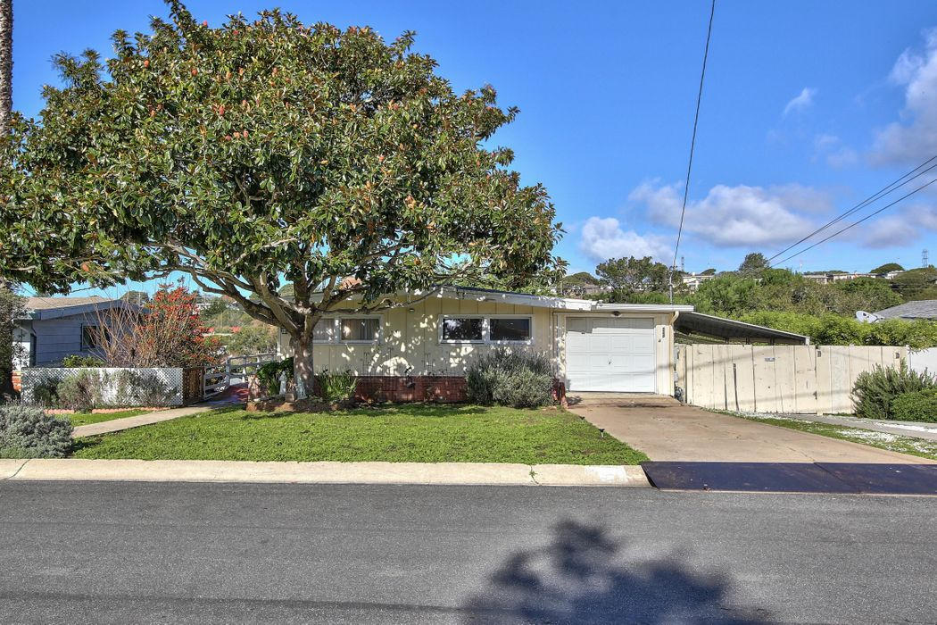 924 Via Verde Del Rey Oaks, CA 93940
