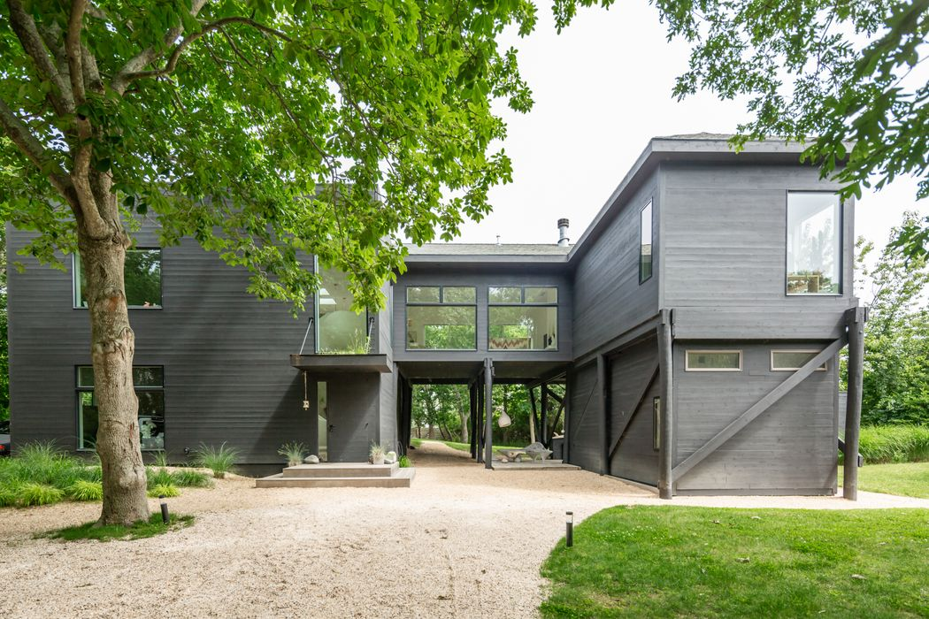 65 Cross Highway (274 Fresh Pond) Amagansett, NY 11930