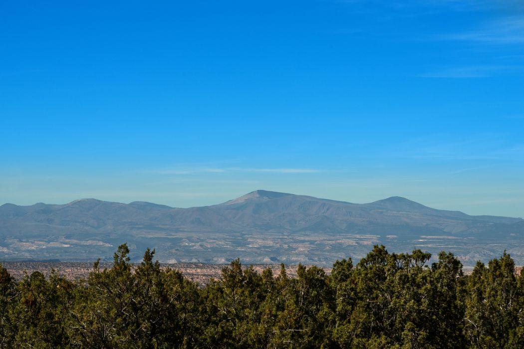 6 Camino Amor Santa Fe, NM 87506