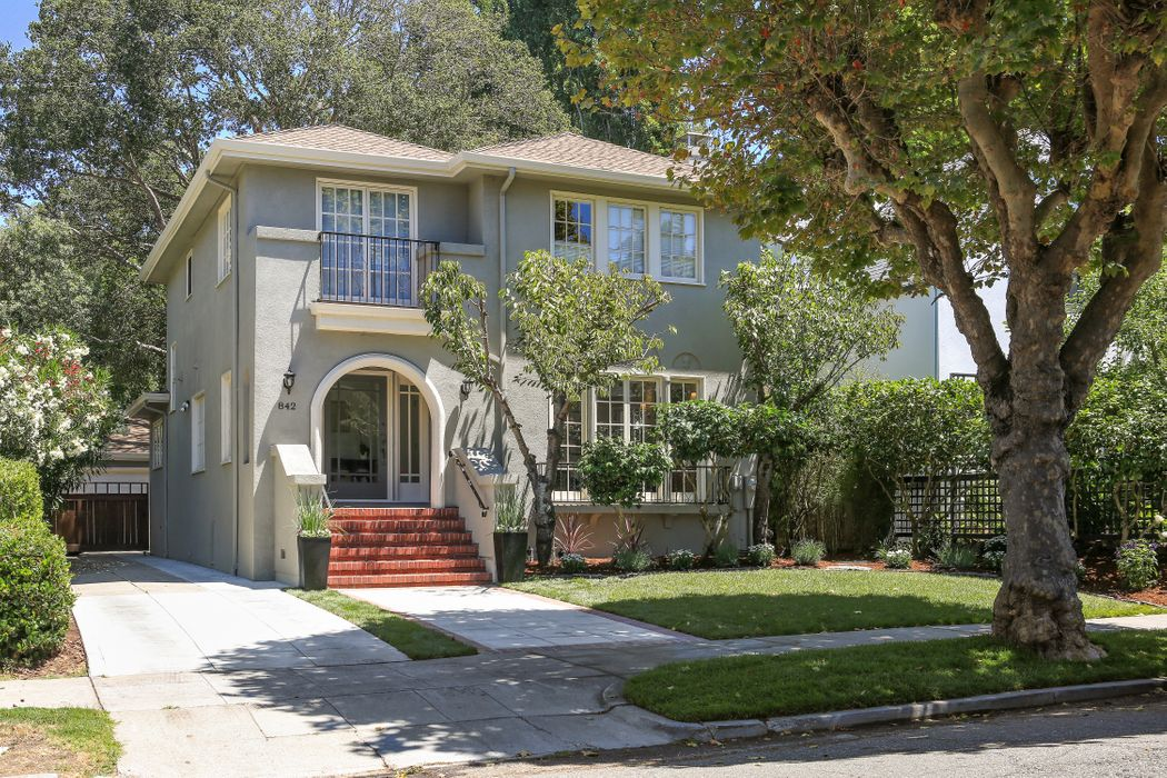 842 Grosvenor Pl Oakland, CA 94610