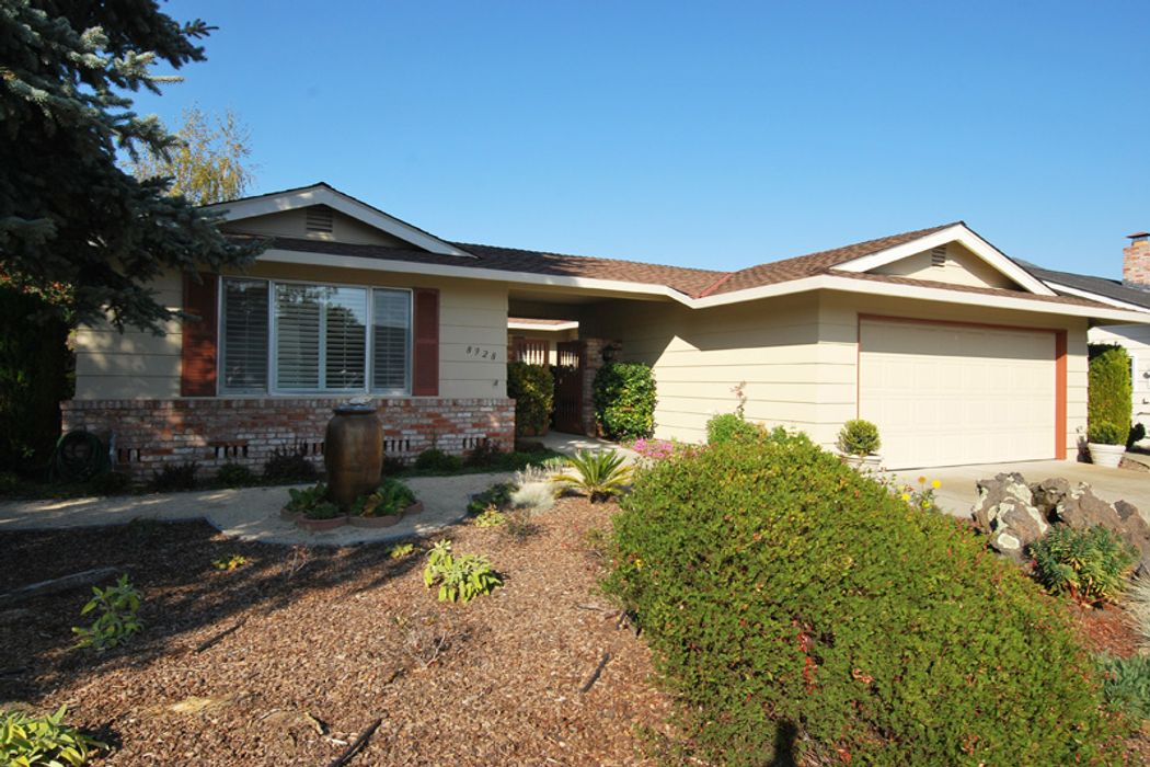 This Highly Sought After Juniper Model In The Oakmont Subdivision Features Enclosed Sunroom Porch Has Just Been Recently Remodeled And Is Perfect For