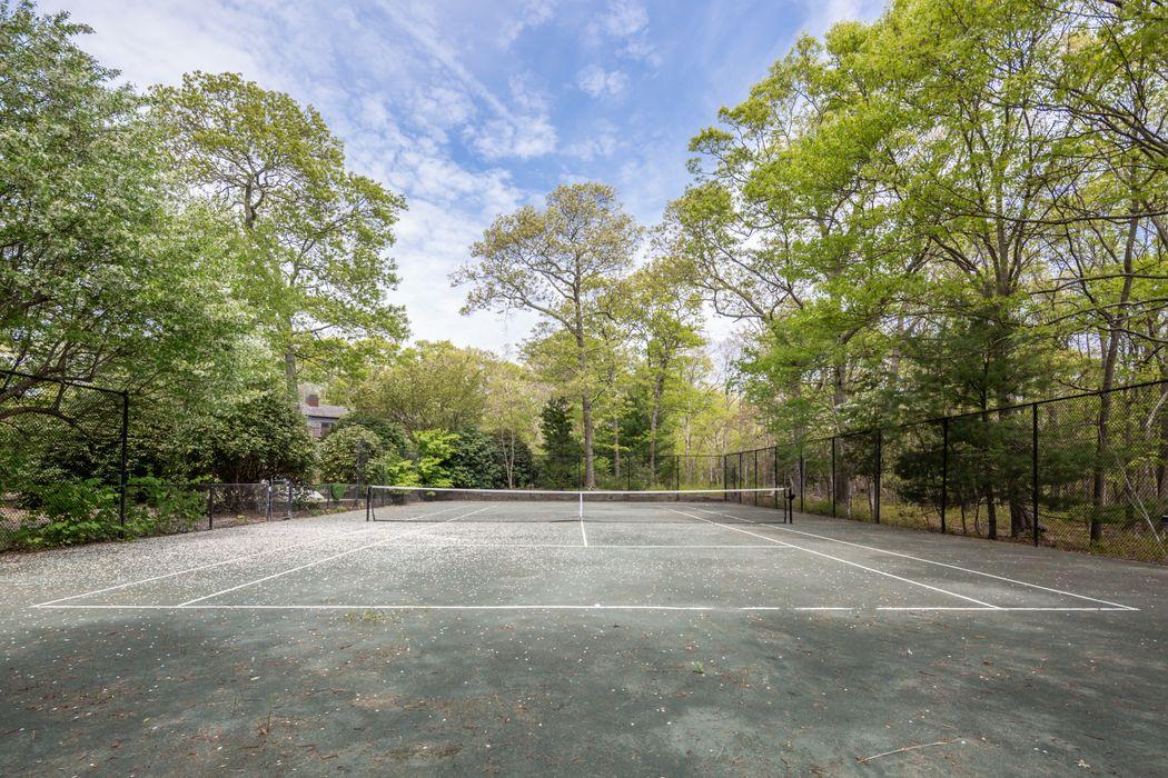 19 Beechwood Court East Hampton, NY 11937