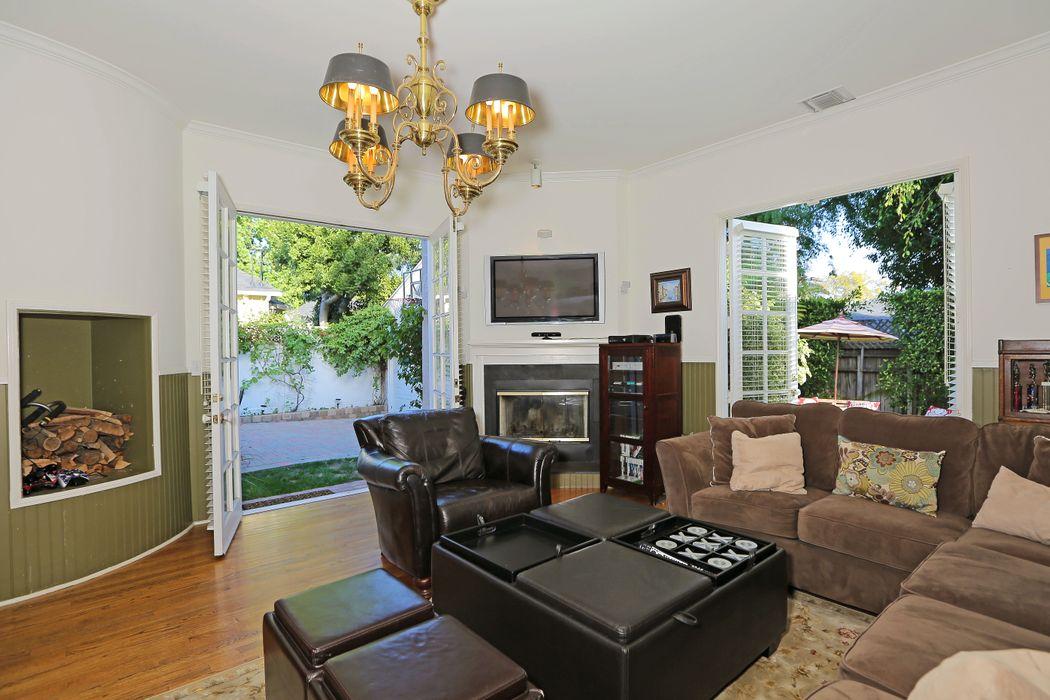 11350 Gladwin St Los Angeles, CA 90049