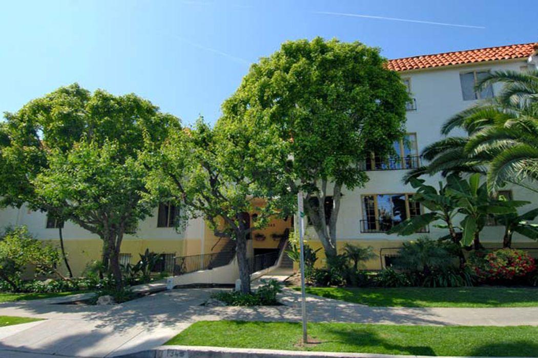 Gorgeous Top Floor Hayworth Gardens West Hollywood, CA 90046 ...