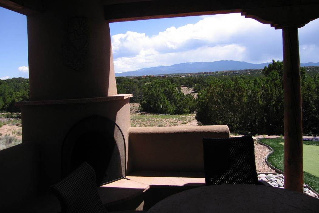 8 Calle Perezoso Santa Fe, NM 87507
