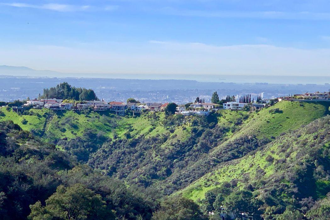 2501 Carob Drive Los Angeles, CA 90046