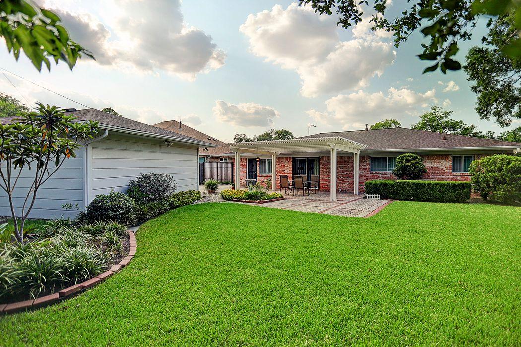 5603 Beechnut Street Houston, TX 77096
